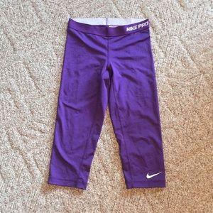 Nike pro workout capris